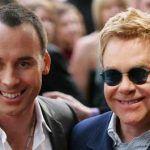 Elton John, impresionado tras visitar un orfanato ucraniano para niños infectados por el VIH, manifesta su deseo de adoptar a uno