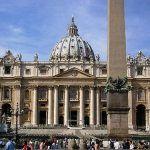 Los ataques a los derechos LGTB unen a una Curia Romana salpicada por los escándalos