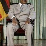 El presidente de Uganda firma la ley que castiga a las personas homosexuales con penas de hasta cadena perpetua y obliga a delatarlas