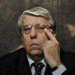 Italia: senador compara un beso entre dos mujeres a orinar en público