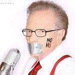 El periodista Larry King posa para campaña a favor del matrimonio homosexual en California