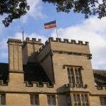 Ayuntamiento de Sevilla: bandera arco iris no, bandera gitana sí