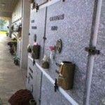 Un municipio italiano impide que parejas homosexuales adquieran nichos contiguos en su cementerio