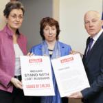 Trasladan a la jefa de la diplomacia de la Unión Europea 250.000 firmas contra el proyecto de ley homófobo de San Petersburgo
