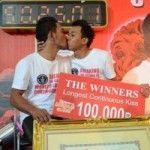 Pareja gay tailandesa se da el beso más largo del mundo: casi cincuenta horas y media