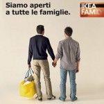 Un miembro del Gobierno italiano protesta por el anuncio de IKEA con una pareja gay