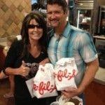 Sarah Palin sale en defensa de Chick-fil-A, la cadena homófoba de cómida rápida