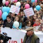 Nuevas protestas en las calles de Francia de los contrarios al matrimonio igualitario