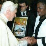 Ratzinger bendice a la presidenta del Parlamento ugandés, la misma que quiere condenar a homosexuales a muerte