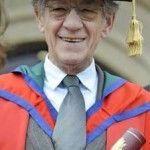 Ian McKellen, investido doctor honoris causa por la Universidad del Ulster, celebra en su discurso las conquistas de los homosexuales