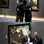 El Rijksmuseum felicita a una pareja gay que se ha comprometido en una de sus salas
