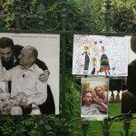 Reinagurada la exposición de Olivier Ciappa en París tras sufrir el vandalismo homófobo