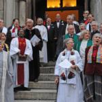 Más de 50 pastores metodistas celebran una boda gay como protesta por el juicio eclesiástico a un compañero que casó a su hijo, también gay
