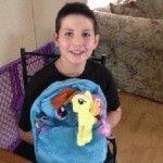 Un colegio de Estados Unidos fuerza a un niño a que deje de usar su mochila de «Mi Pequeño Pony» por considerarla «detonante de acoso»