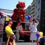 La esposa del primer ministro de Japón desfila en una carroza del Orgullo LGTB de Tokio