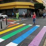 Pasos de peatones arco iris para celebrar el Orgullo en Las Palmas de Gran Canaria