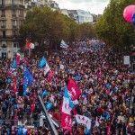 El odio homófobo vuelve a las calles de París mientras los socialistas franceses renuncian a nuevos avances en materia LGTB