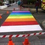 Pasos de cebra arcoíris en Fuerteventura para celebrar la diversidad