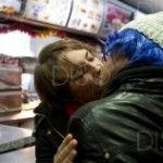 Besada de protesta por la expulsión de una pareja gay de un Burger King de Madrid