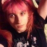 Una joven transexual, vinculada al mundo de los videojuegos, se suicida tras una campaña de acoso por internet