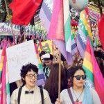 Parejas del mismo sexo contraen matrimonio simbólico en Paraguay para denunciar el atraso del país en materia LGTB