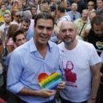 El concejal del distrito Centro y el líder socialista, Pedro Sánchez, por primera vez en el pregón del Orgullo madrileño