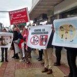 Protección policial para la presentación de «Nicolás tiene dos papás» en una biblioteca