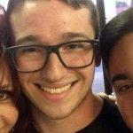 Un joven gay rechazado por su familia logra rehacer su vida tras ser expulsado de su hogar