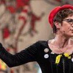 La nueva líder de la CDU alemana se mofa de las personas intersexuales y de género no binario en un monólogo satírico