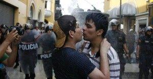 Besos contra la Homofobia Lima 2016
