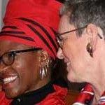 Canon Mpho Tutu, hija de Desmond Tutu, se ve obligada a cesar como pastora de la Iglesia anglicana tras casarse con una mujer