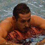 «Quiero quitarme este peso de encima»: el nadador olímpico Carlos Peralta, récord de España en 200 metros mariposa, sale públicamente del armario
