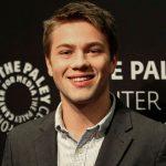 El actor Connor Jessup sale públicamente del armario con motivo de su 25º cumpleaños