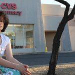 Una mujer trans de Arizona (Estados Unidos) denuncia que un farmacéutico se negó a dispensarle el tratamiento hormonal que su médico le había prescrito