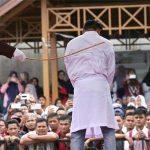 Los latigazos a homosexuales en Indonesia se ejecutarán a puerta cerrada y estará prohibido grabar y difundir imágenes
