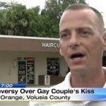 Una pareja gay estadounidense debe abandonar un establecimiento tras las quejas de varios clientes por sus demostraciones de afecto