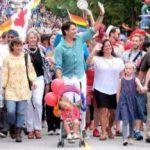 Un mes después de asistir al de Toronto, el primer ministro de Canadá acude al Orgullo LGTB de Vancouver con toda su familia