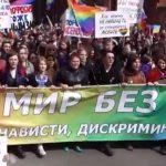 Vitaly Milonov trata de impedir la participación de activistas LGTB en la manifestación del 1 de mayo en San Petersburgo