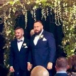 El luchador profesional Mike Parrow contrae matrimonio con su novio Morgan Cole