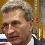 """El comisario europeo Oettinger pide disculpas por frivolizar sobre la posible introducción del """"matrimonio homosexual obligatorio"""""""