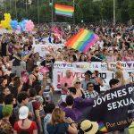 """Orgullo LGTB 2016: reivindicación activista y celebración se dan la mano en la que ya es la """"fiesta mayor"""" de la ciudad de Madrid"""