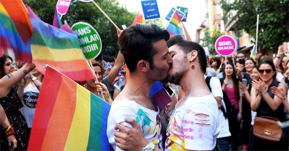 Orgullo Estambul 2016 - Beso