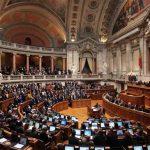 El Parlamento portugués levanta el veto presidencial a la ley que permite la adopción homoparental