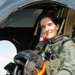 Patricia Campos (piloto militar): «Con la política que haría un vuelecito sería con Mónica Oltra»
