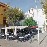 El  Ayuntamiento de Sevilla aprueba, con la abstención del PP, bautizar una plaza sin nombre del centro de la ciudad como «Plaza Pedro Zerolo»