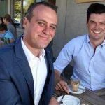 Un diputado australiano pide la mano a su novio durante su intervención en el debate sobre el matrimonio igualitario