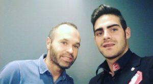 Andrés Iniesta con Jesús Tomillero