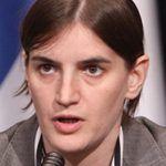 La primera ministra serbia Ana Brnabić, abiertamente lesbiana, reivindica la igualdad frente a la homofobia de uno de sus ministros