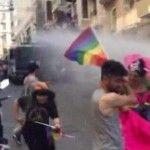 La policía turca dispersa violentamente la marcha del Orgullo LGTB de Estambul