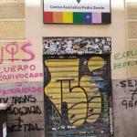 El activismo transexcluyente vandaliza la sede de COGAM en Madrid con pintadas de odio contra las personas trans